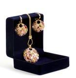 W czarny pudełku złota biżuteria Fotografia Royalty Free