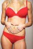 W czerwonej bieliźnie seksowna kobieta obrazy stock