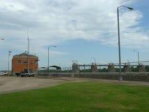W D Mayo Lock och fördämning på de Arkansas River högkvarteren Royaltyfri Bild