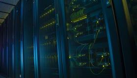 W dane centrum sieć serwery Obrazy Royalty Free