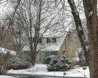 w domu śniegu wiejskiego kamień Zdjęcia Royalty Free