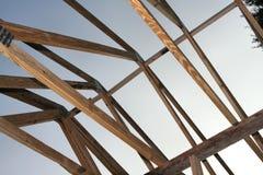 W domu drewniani dachowi trusses Zdjęcie Royalty Free