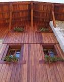 w domu fasad nieociosany drewna Zdjęcia Stock