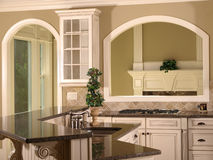 w domu luksusu modelu otwarcie kuchenny Zdjęcie Royalty Free