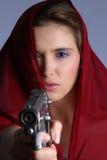 w domu z bronią w ręku Fotografia Stock