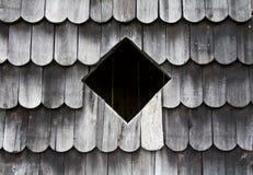 W drewnianej kabinie kwadratowy okno Zdjęcia Royalty Free