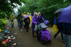 Wędrownicy od Syrii na deszczu Zdjęcia Royalty Free