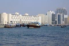 W Dubaj Zatoczce tradycyjny dhow Fotografia Royalty Free