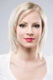 W eleganckim makeup piękni młodzi blondyny. zdjęcie royalty free