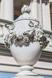 W farmie barokowa waza Oranienbaum, Rosja Zdjęcie Royalty Free