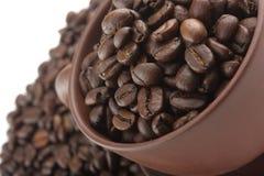 W filiżance kawowe fasole Obrazy Royalty Free