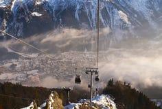 W Francuskich Alps narciarski Dźwignięcie Zdjęcia Royalty Free