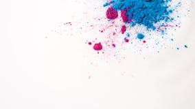 W górę kolorowych punktów na białym cieczu Piękny abstrakcjonistyczny tło z kolorowymi punktami kropiącymi dalej sucha farba zdjęcie wideo