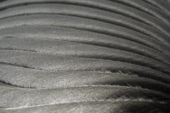 W górę przemysłowych realistycznych szarość barwi stali nierdzewnej płaską część w częściowej ostrości po przemysłowego CNC numer zdjęcia stock