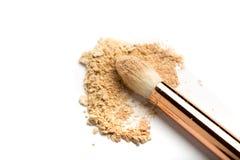 W górę bocznego widoku fachowy makijażu muśnięcie z naturalny szczecina i czarny ferrule z rozbijającym eyeshadow odizolowywający obrazy stock