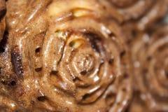 W górę czekoladowego słodka bułeczka w postaci kwiatów obraz stock