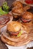 W górę domowej roboty hamburgeru zdjęcie stock