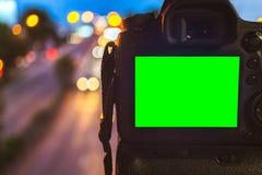 W górę DSLR kamery chwyta na kolorowym lekkim abstrakcjonistycznym kółkowym bokeh tle obrazy stock