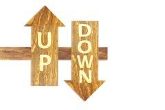 W górę i na dół teksta na drewnianej strzała w białym tle Zdjęcia Stock