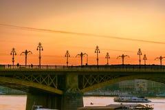 W górę Margaret mostu w Budapest przy zmierzchem fotografia stock