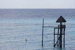 W górę Palapa na morzu zdjęcia stock
