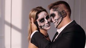 W górę portreta przerażająca dziewczyna z makeup w postaci czaszki zdjęcie wideo