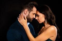 W górę profilowego bocznego widoku portreta jego on ona ona przyglądająca atrakcyjna urocza luksusowa namiętna dwa osoba zdjęcie stock