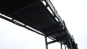 A w górę strzału pasowy konwejer przy kopalnią węglą zbiory wideo