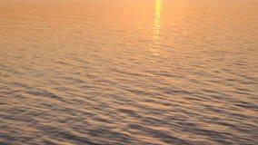 W górę strzału tropikalny ocean, denny zmierzch słońce promieni sposobu odbicie zbiory wideo