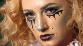 W górę twarzy dziewczyna z jaskrawym makijażem dla Halloween zbiory