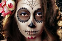 W górę twarzy młodej dziewczyny z makijażem na Halloween zdjęcia stock