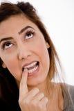w górę widok kobiety zamknięty przyglądający główkowanie Fotografia Stock