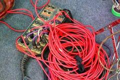 W górę widoku, odgórny widok, prymka, dźwigarka, czerwony władza sznur, sprzęt elektroniczny zdjęcie royalty free