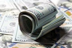 W g?r? staczaj?cych si? Ameryka?skich dolar?w banknot?w zdjęcia royalty free