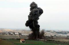 W Gaza Pasku artyleryjski wybuch fotografia stock