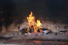 Węgiel drzewny rozognia dla piec na grillu Zdjęcie Royalty Free