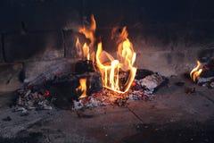 Węgiel drzewny rozognia dla piec na grillu Zdjęcia Royalty Free