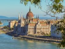 Węgierski parlamentu budynek i Danube rzeka Obraz Stock