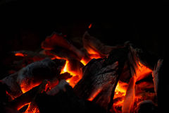 Węgla drzewnego oparzenie w ogieniu Fotografia Stock