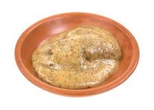 W glinianym naczyniu migdałowy masło Fotografia Stock