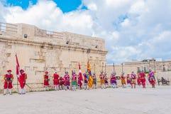 W Guardia paradzie przy St. Jonh kawalerami w Birgu, Malta. Obrazy Stock