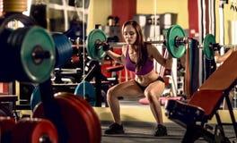 W gym sprawności fizycznej kobieta Fotografia Royalty Free
