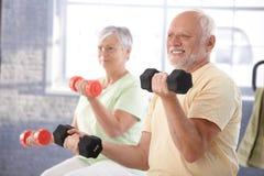 W gym starsi ludzie Zdjęcie Royalty Free