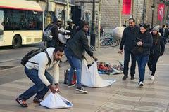 w Hiszpanii STYCZEŃ 02, 2016 - Bezprawny handel w Barcelona Obrazy Stock