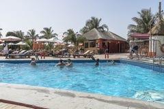 W hotelu pływacki basen Obrazy Stock