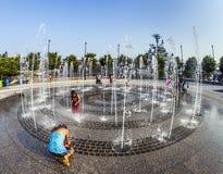 W jawnym fontanna terenie odświeżającego skąpanie Obraz Stock