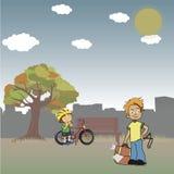 W jawnym parku, uczniowski bandzior obserwuje bicyclist Zdjęcie Royalty Free