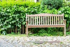 W jesień parkowa ławka Zdjęcia Stock