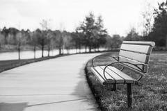 W jesień parkowa ławka Obrazy Royalty Free