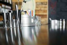 W kawiarni prętowy kontuar Obrazy Stock